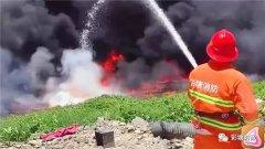 广东潮州两企业将废油排入溪流引发火灾